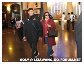 [Dec 2008] Liza n Mr Law in Malaysia LizaLKY_Malaysia-Dec08c