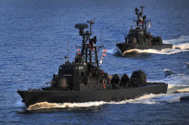 Lancha Misilera Clase SAAR IV-Armada de Chile 219z8rc