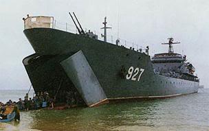 Biển Đông dậy sóng Image046