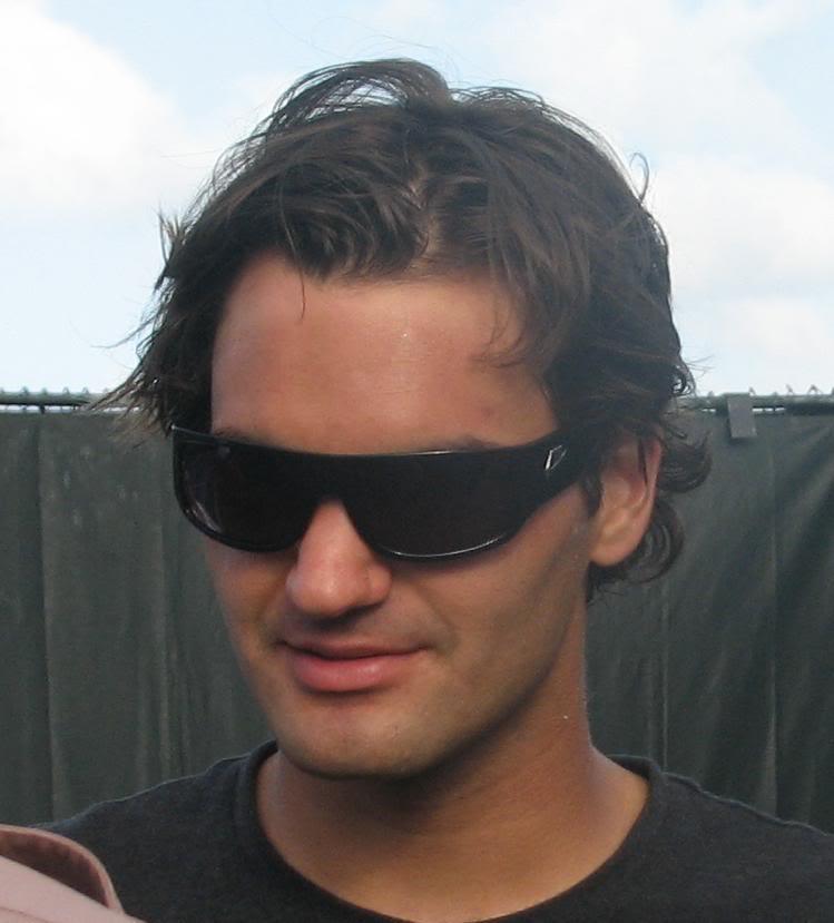 Roger con gafas de sol. - Página 2 MIA08_327_smile2
