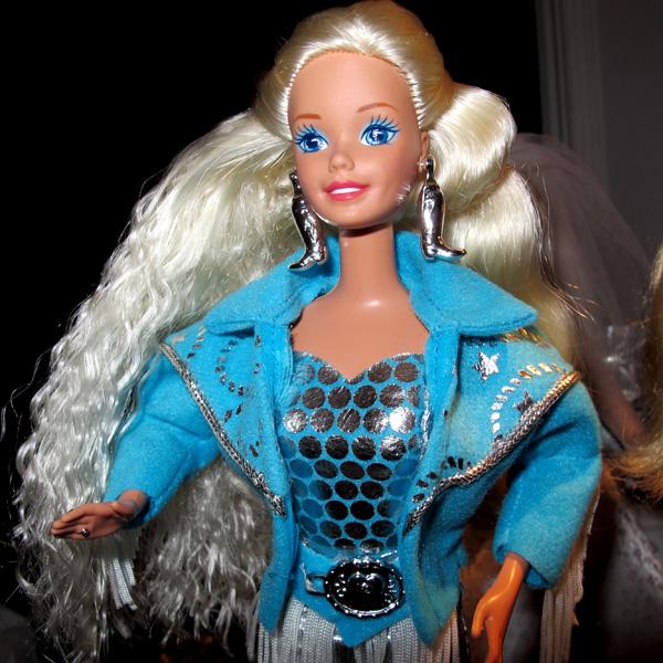 Mikaella: Они поселились у меня  - Page 2 Western-Barbie