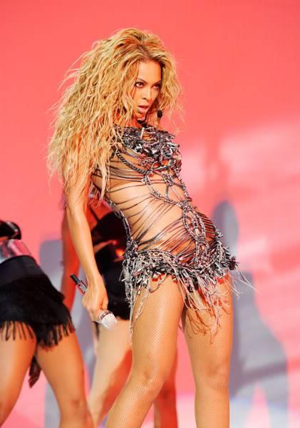 Billboard Music Awards 2011 >> Billboard Milennium Award: Beyoncé (1ª PÁG ACT.) 64864261cheleny5222011104308PM