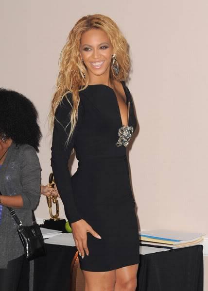 22/06 :    Performance aux Billboard Music Awards 64864749cheleny5222011102531PM