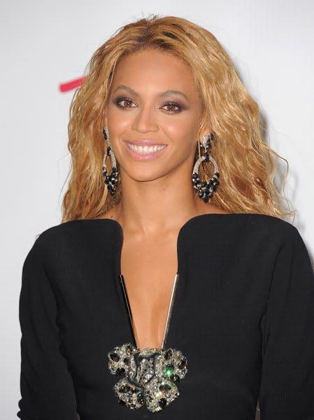 22/06 :    Performance aux Billboard Music Awards 64864752cheleny5222011102511PM