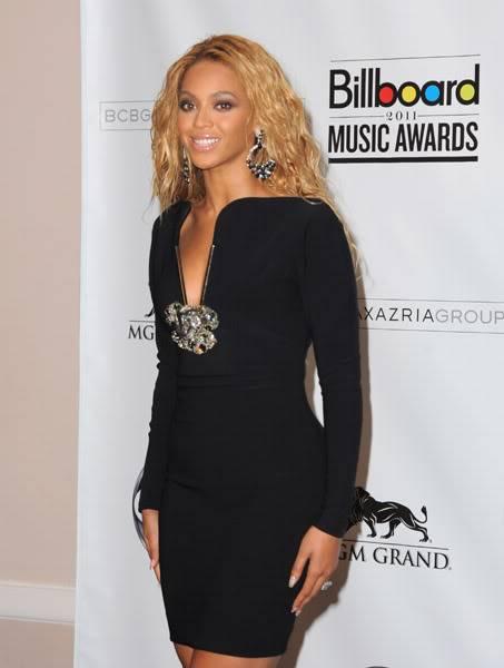 22/06 :    Performance aux Billboard Music Awards 64864754cheleny5222011102523PM