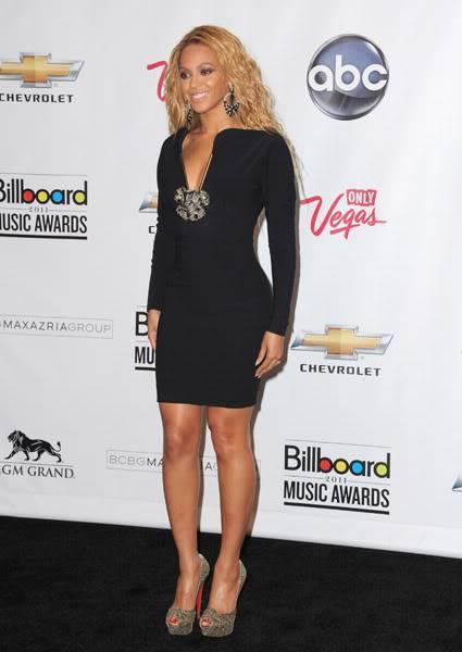 22/06 :    Performance aux Billboard Music Awards 64864917cheleny5222011102625PM