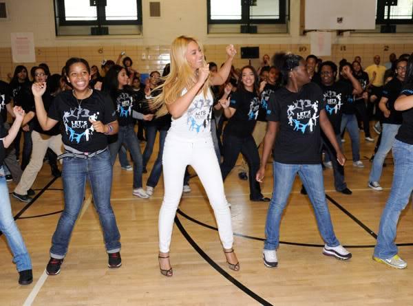 Beyoncé ré-enregistre 'Get Me Bodied' pour une campagne de lutte contre l'obésité - Page 9 64575769cheleny53201145825PM