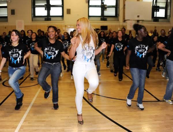 Beyoncé ré-enregistre 'Get Me Bodied' pour une campagne de lutte contre l'obésité - Page 9 64575770cheleny53201145849PM