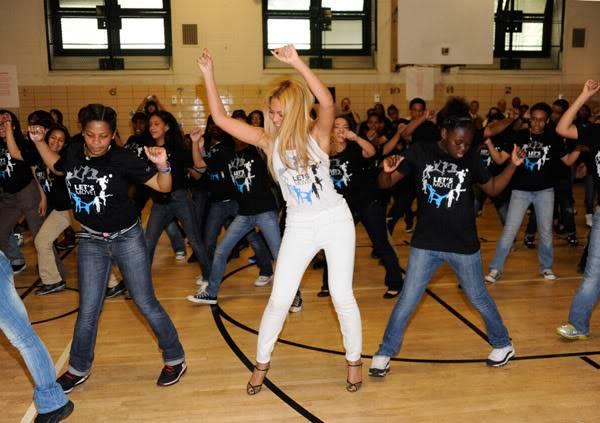 Beyoncé ré-enregistre 'Get Me Bodied' pour une campagne de lutte contre l'obésité - Page 9 64575775cheleny53201145908PM