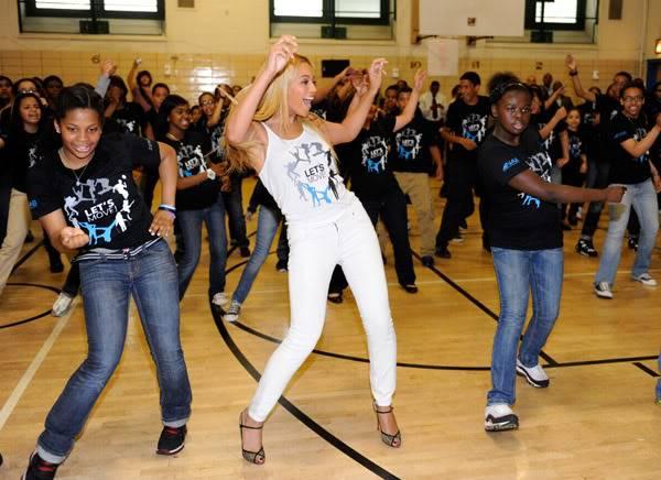 Beyoncé ré-enregistre 'Get Me Bodied' pour une campagne de lutte contre l'obésité - Page 9 64575777cheleny53201150123PM