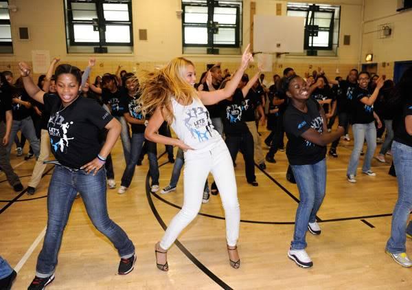 Beyoncé ré-enregistre 'Get Me Bodied' pour une campagne de lutte contre l'obésité - Page 9 64575779cheleny53201150202PM
