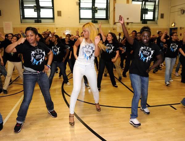 Beyoncé ré-enregistre 'Get Me Bodied' pour une campagne de lutte contre l'obésité - Page 9 64575782cheleny53201150222PM