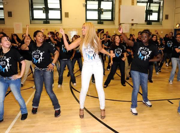 Beyoncé ré-enregistre 'Get Me Bodied' pour une campagne de lutte contre l'obésité - Page 9 64575783cheleny53201150241PM