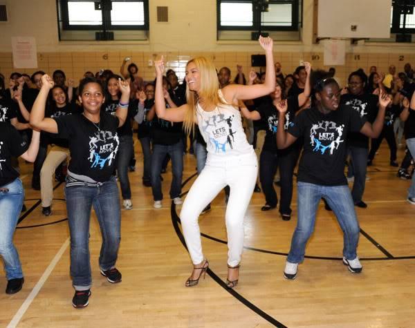 Beyoncé ré-enregistre 'Get Me Bodied' pour une campagne de lutte contre l'obésité - Page 9 64575786cheleny53201145945PM