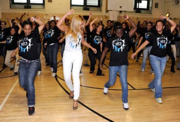 Beyoncé ré-enregistre 'Get Me Bodied' pour une campagne de lutte contre l'obésité - Page 9 64575790cheleny53201145955PM