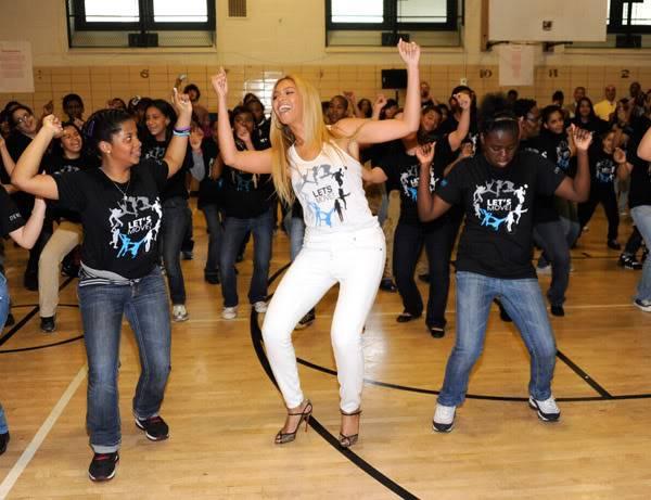Beyoncé ré-enregistre 'Get Me Bodied' pour une campagne de lutte contre l'obésité - Page 9 64575794cheleny53201150033PM