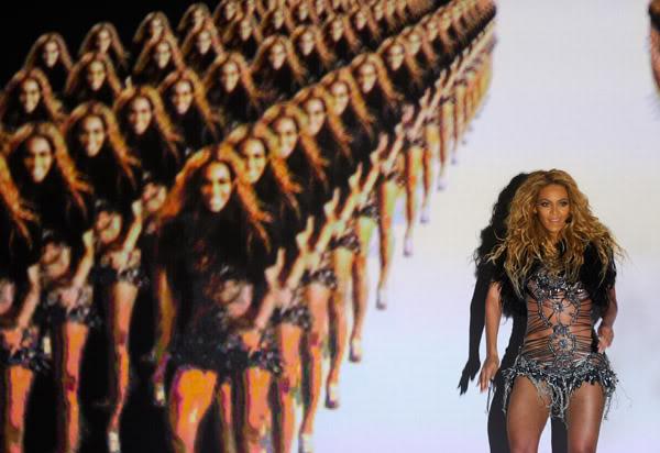 22/06 :    Performance aux Billboard Music Awards 64863830cheleny522201193228PM