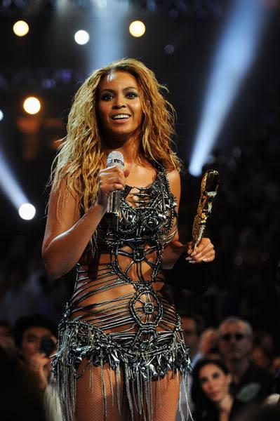 22/06 :    Performance aux Billboard Music Awards 64863862cheleny522201194147PM