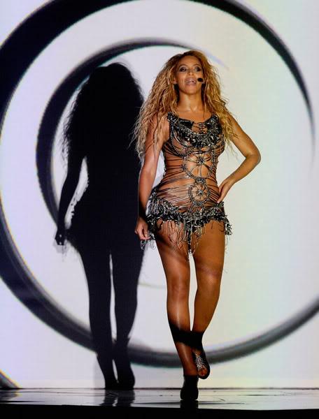 22/06 :    Performance aux Billboard Music Awards 64863980cheleny522201193747PM