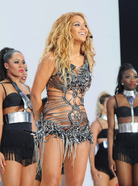 22/06 :    Performance aux Billboard Music Awards 64864069cheleny522201194920PM