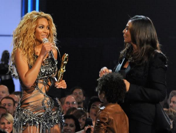 22/06 :    Performance aux Billboard Music Awards 64864083cheleny522201194757PM
