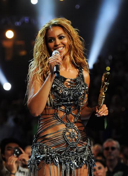 22/06 :    Performance aux Billboard Music Awards 64864090cheleny522201194944PM