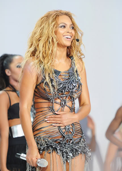 22/06 :    Performance aux Billboard Music Awards 64864097cheleny522201194953PM