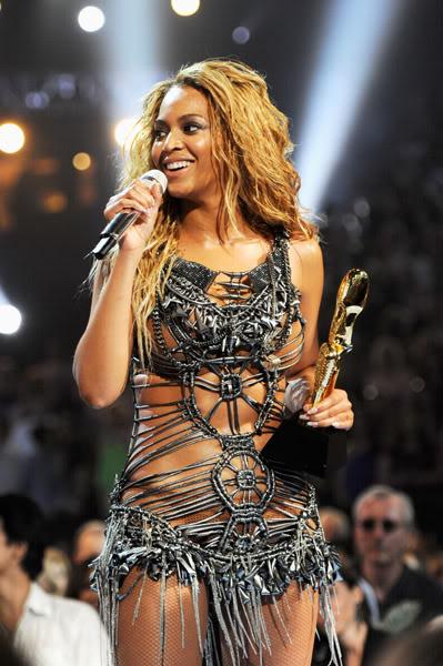 22/06 :    Performance aux Billboard Music Awards 64864101cheleny522201194958PM