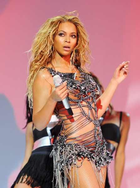 22/06 :    Performance aux Billboard Music Awards 64864245cheleny5222011100225PM