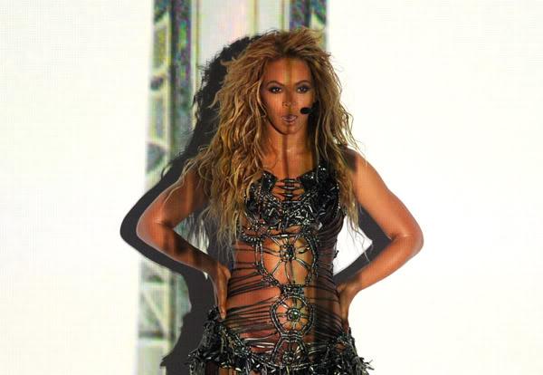 22/06 :    Performance aux Billboard Music Awards 64864428cheleny5222011101105PM