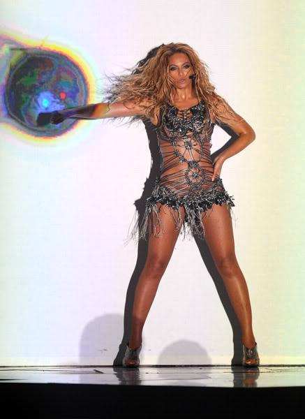 22/06 :    Performance aux Billboard Music Awards 64864429cheleny5222011101108PM