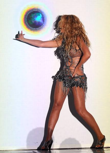 22/06 :    Performance aux Billboard Music Awards 64864477cheleny5222011101102PM