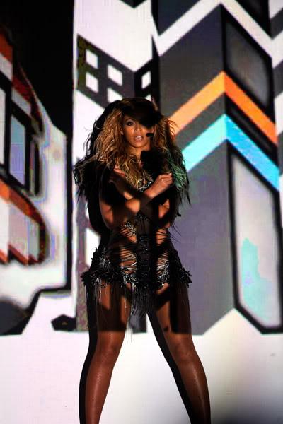 22/06 :    Performance aux Billboard Music Awards 64864491cheleny5222011101024PM