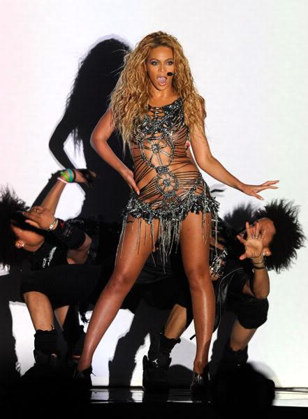 22/06 :    Performance aux Billboard Music Awards 64864521cheleny5222011101001PM
