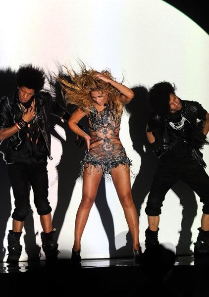 22/06 :    Performance aux Billboard Music Awards 64864528cheleny5222011101004PM