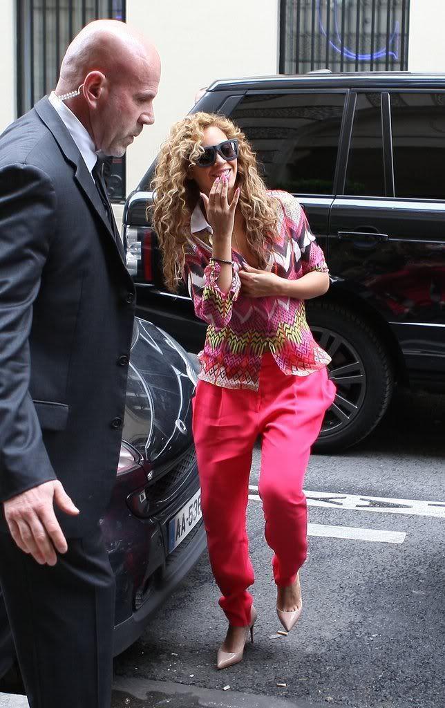 Beyoncé, Jay et Blue à l'hotel Meurice (04/06) 12417f0536922307_79050PCN_Jayonce08xxxlarge