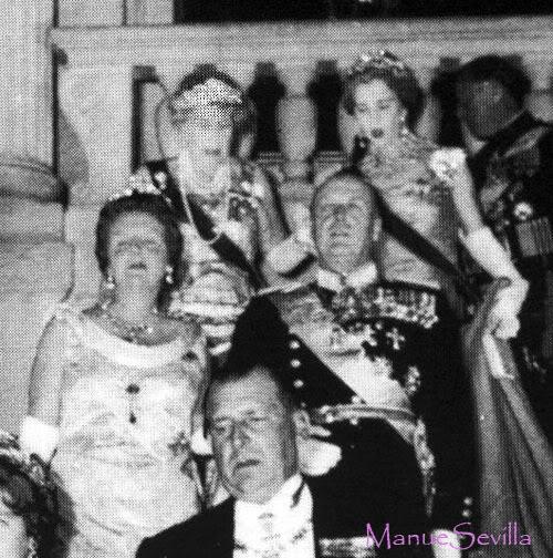Fiestas y bailes anteriores a una boda real by Manuesevilla Grupo