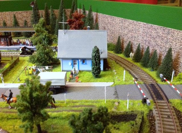 Eine kleine Anlage für große und kleine Kinder in der Spur H0 Foto12_zps263cde6c