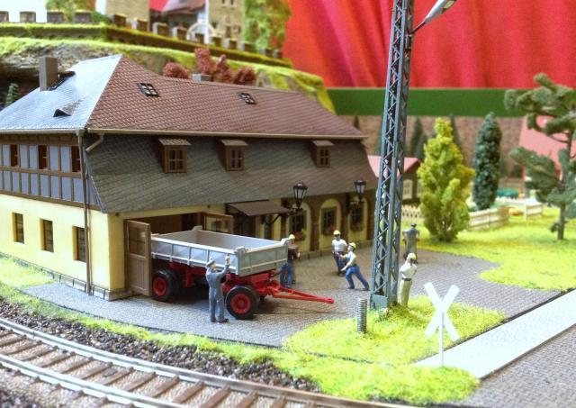 Eine kleine Anlage für große und kleine Kinder in der Spur H0 Foto32_zps5fc90732
