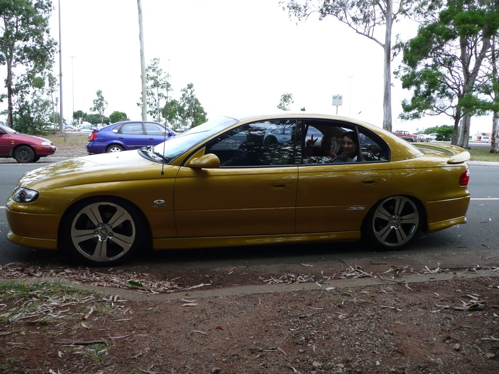 Smokiebbear's VX SS II Hyper Yellow Chrissyday044