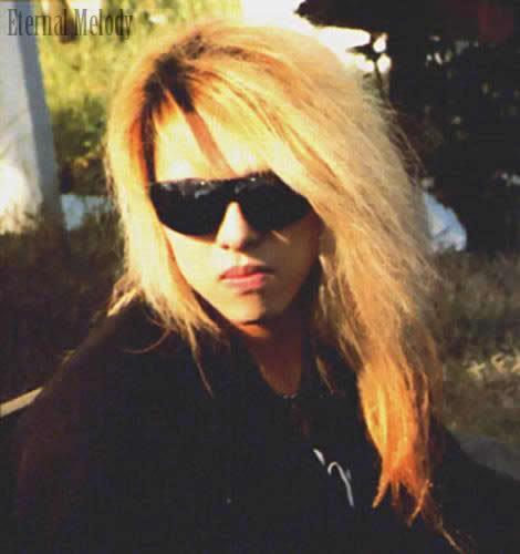 Photos de Yoshiki - Page 4 2703139386