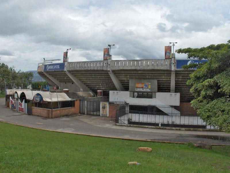 Instalaciones deportivas - Edo. Tachira 800px-Vista_parcial_2_Monumental_de