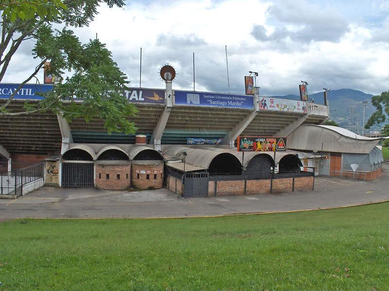 Instalaciones deportivas - Edo. Tachira 800px-Vista_parcial_Monumental_de_P