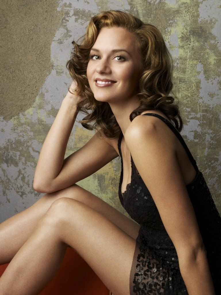 Hilarie Burton-Peyton Sawyer Hilarieburton-13hillseason5promos-t