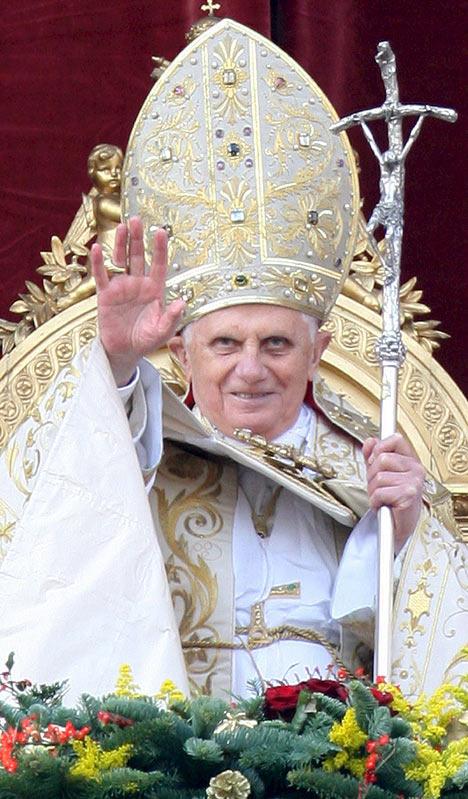 El trono de San Pedro Benedictoconmitraalta2