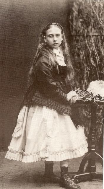Reina Victoria - Página 10 BeatricetheyoungestdaughterofVic-1
