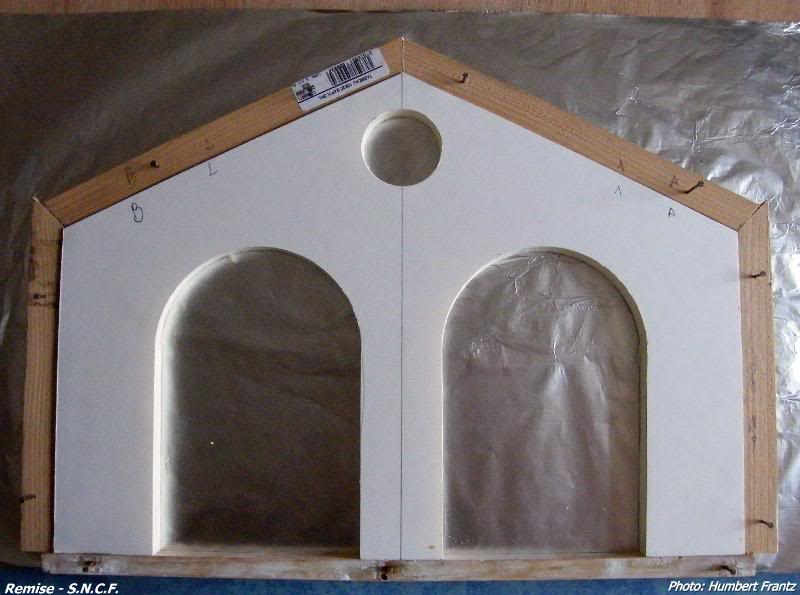 Fabrication d'une remise de gare S.N.C.F. en plâtre DSCF7250