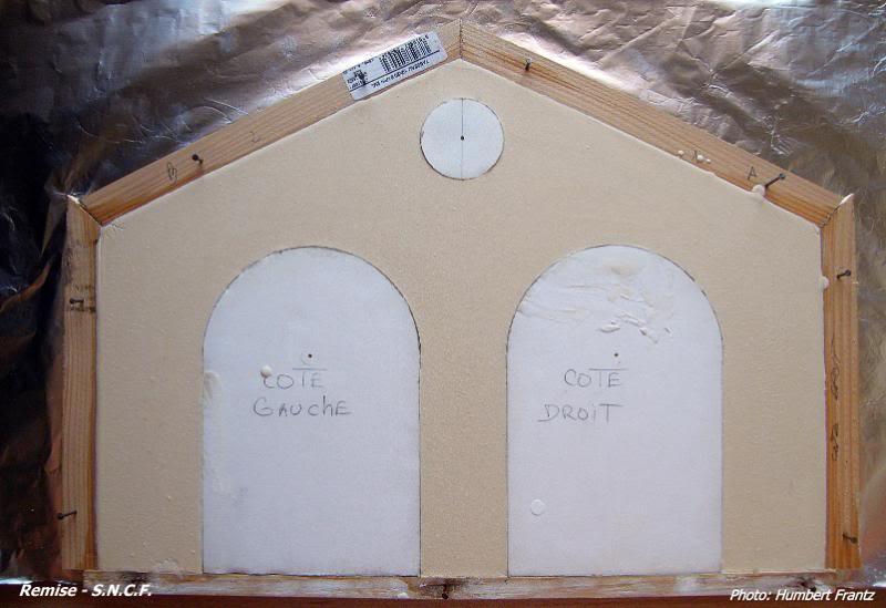 Fabrication d'une remise de gare S.N.C.F. en plâtre DSCF7278