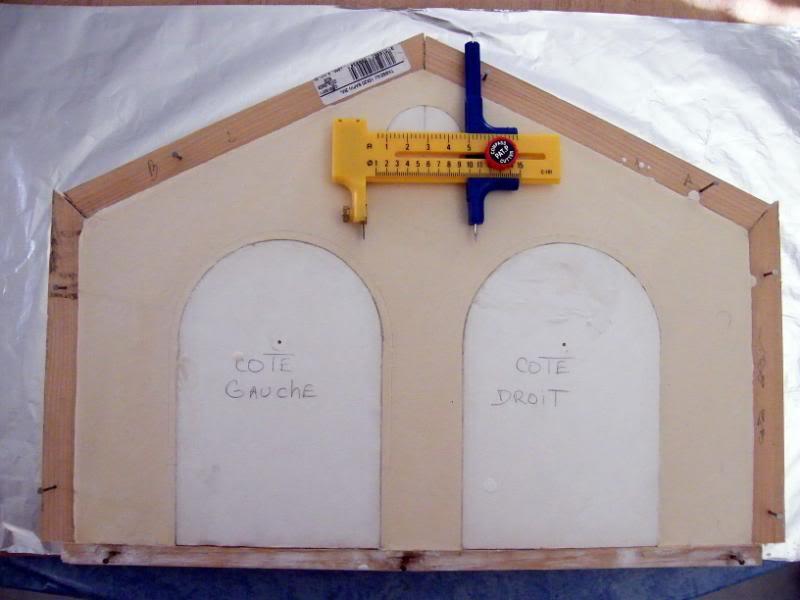 Fabrication d'une remise de gare S.N.C.F. en plâtre DSCF7280