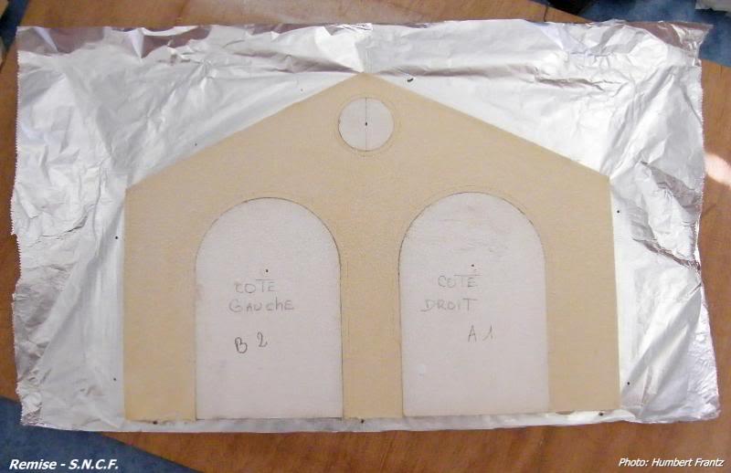 Fabrication d'une remise de gare S.N.C.F. en plâtre DSCF7288